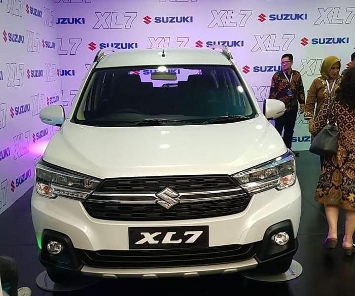 luncuran terbaru mobil suzuki xl7 di solo dealer suzuki solo mobil suzuki xl7 di solo